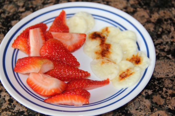 strawberries-and-cheese-crisps