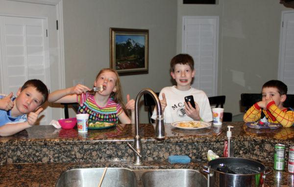kids-eating-chicken-broccoli-alfredo