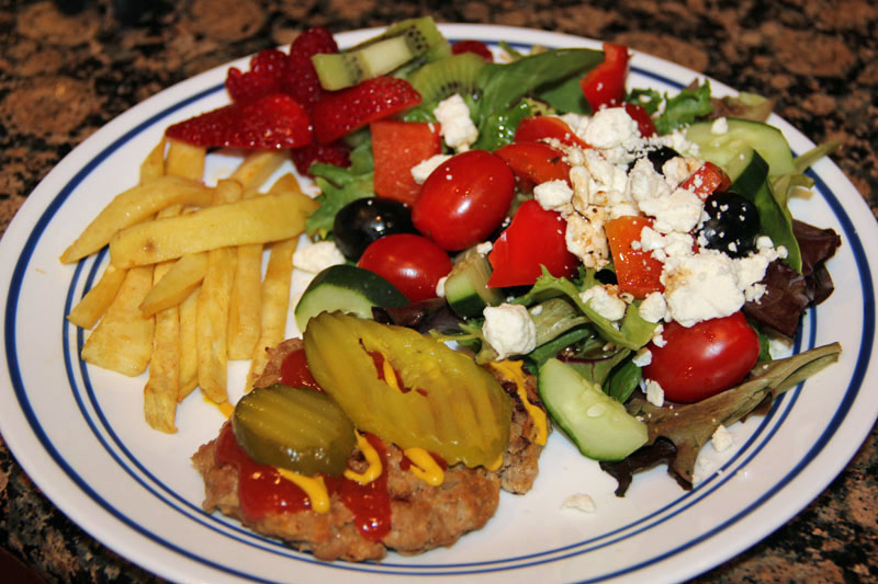 turkey-burgers-with-sweet-potato-fries-salad-and-fruit